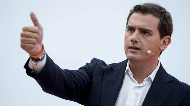 8M6.  6. ALBERT RIVERA